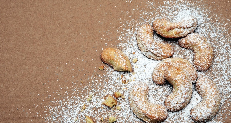 cookies dusted with sugar