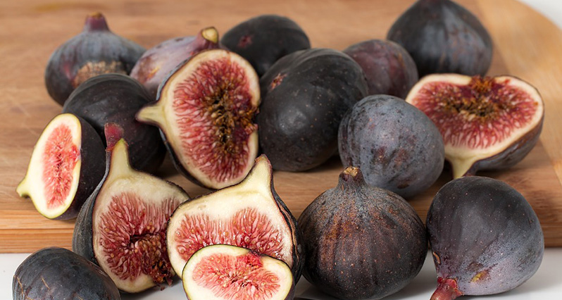 fresh purple figs