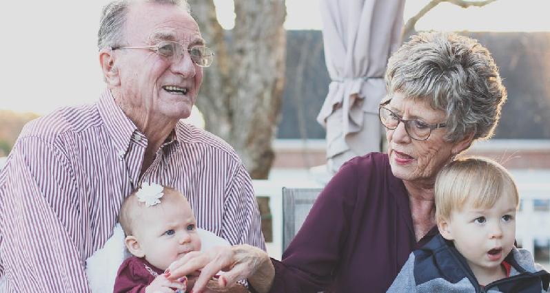 family portrait of grandparents with grandchildren