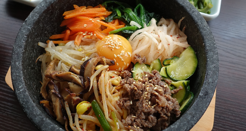 bi bim bap in a stone pot