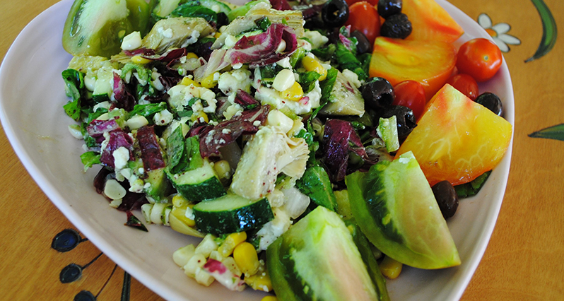 smoky raw corn salad with avocado